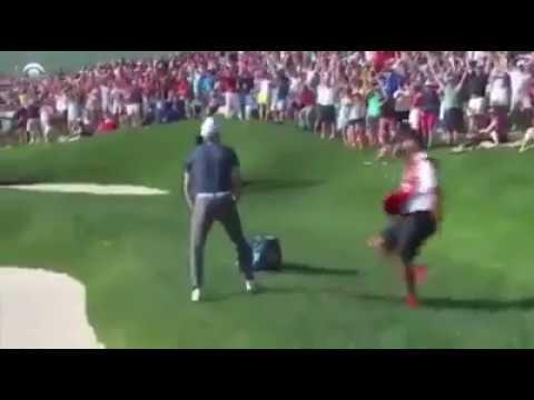 Jordan Spieth sinks golf shot of the year for 2017 PGA win
