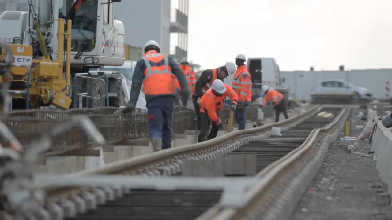 Les métiers Eurovia : travaux ferroviaires - YouTube
