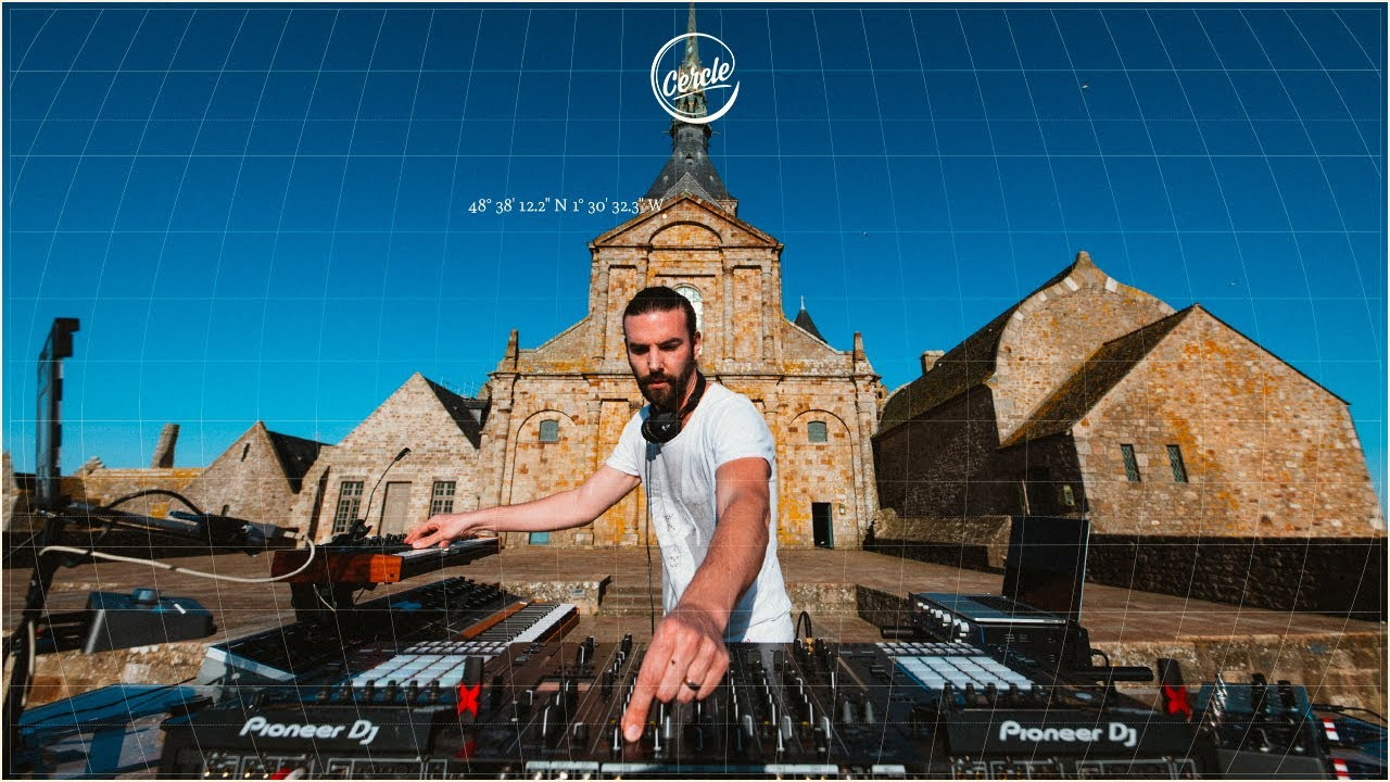 Download Eelke Kleijn live at Mont Saint-Michel in Manche, France for Cercle