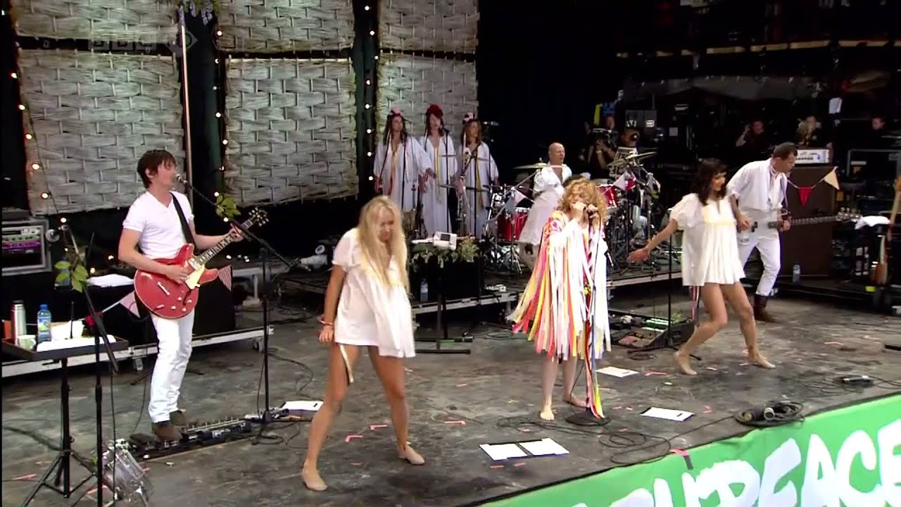goldfrapp-caravan-girl-glastonbury-elliot-holtz