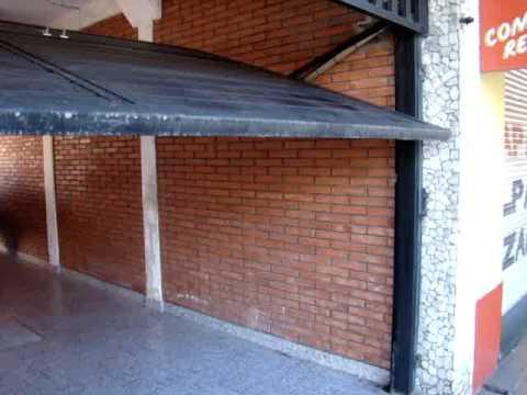 Porton levadizo bastonado horizontal con puerta y raja en for Puerta 9 autodromo
