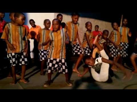 OMUKISA DANCE VIDEO BY PASTOR  WILSON BUGEMBE