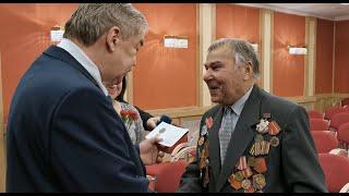 Не позволим переписать историю: посол России в Латвии вручил ветеранам памятные медали