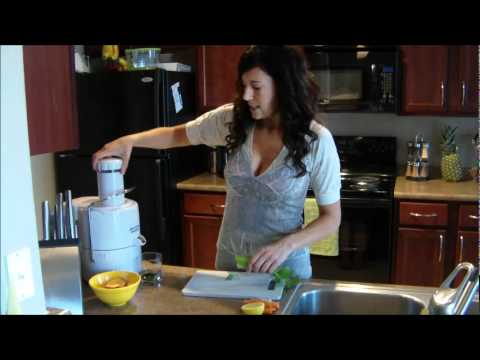 Juicing Raw Fruits and Vegetables