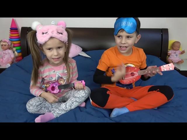 Kids play with COLOR GUITARS funny kids have fun JoyJoy Lika
