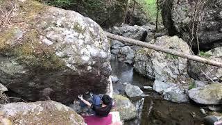 右に見える岩はエクステンドの岩です。掃除して登りました。おそらく初...