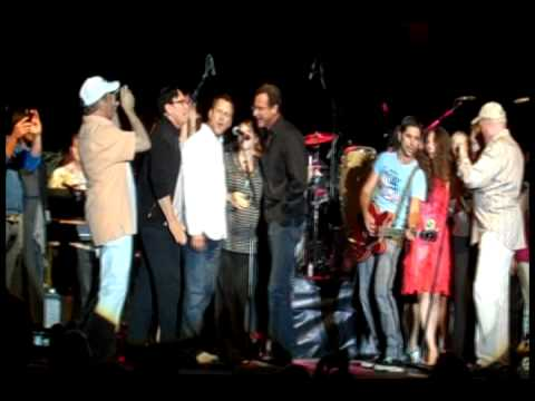 Cast Of Full House Joins John Stamos And The Beach Boys To Sing Barbara Ann