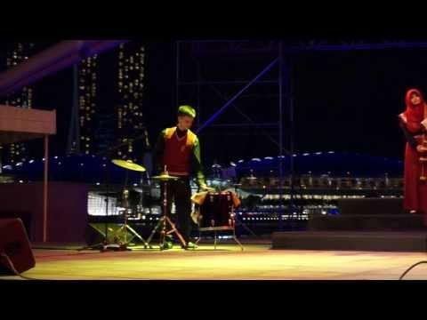 "Medley Rocks: 2013 Esplanade ""Celebrate December"" Angklung Concert"
