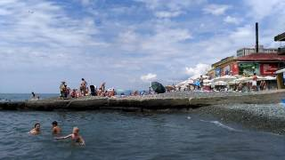 Центральный пляж адлера. Где отдохнуть  с ребёнком на море.(Мы наконец то добрались до моря! Погода супер! Не жарко, море тёплое, лёгкий бриз и небольшие волны. Полный..., 2016-07-10T11:44:19.000Z)