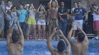 Confira o vídeo de Claudia Leitte dançando Largadinho na beira da piscina