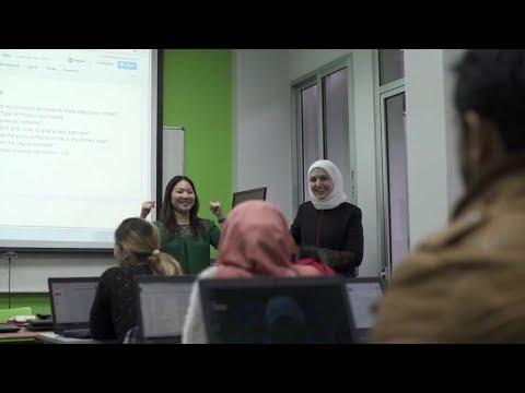 ببرنامج لتدريب اللاجئين السوريين على استخدامات الكومبيوتر - 4Tech
