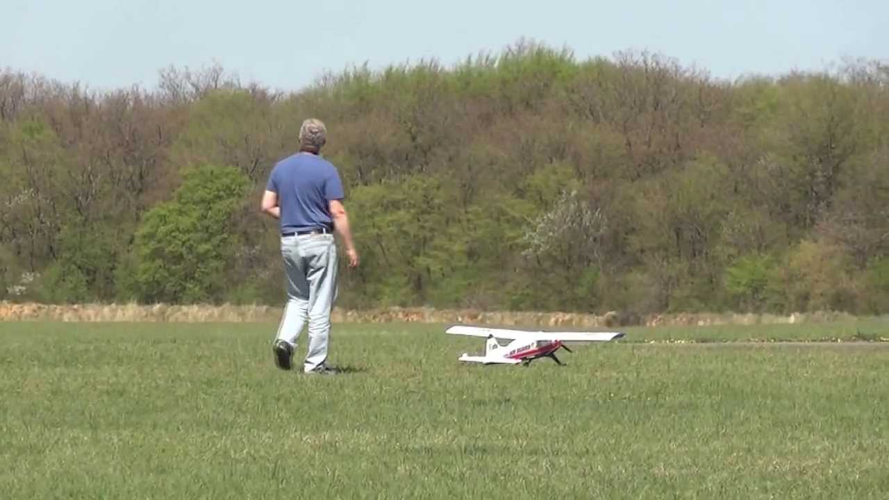 Décollage et vol d'un modèle réduit d'avion 002 - YouTube