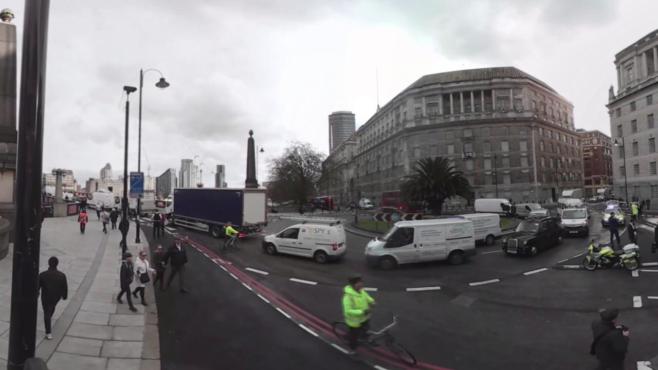 Escena del ataque terrorista fuera del Parlamento de Reino Unido en Westminster (360 Video)