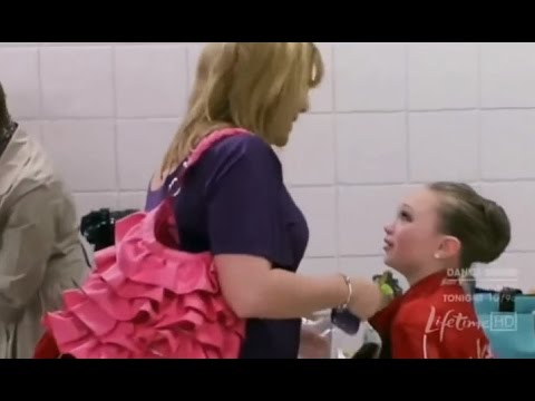 Dance moms    -    Maddie + Mackenzie get bullied by a Mom | S01 E04