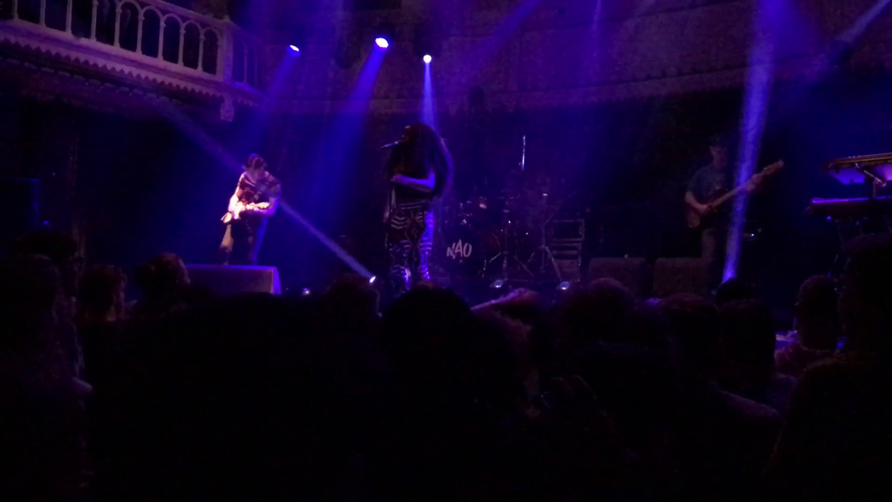 nao-we-don-t-give-a-live-at-paradiso-amsterdam-dempol17