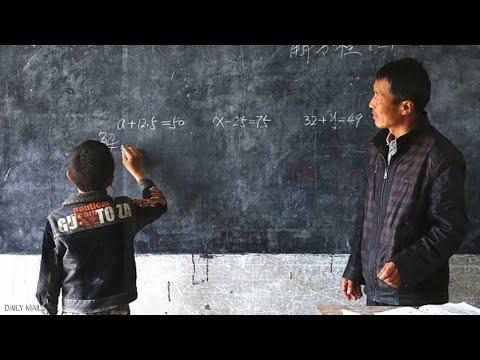معلم صيني يعطي دروسا لطالب واحد فقط في الفصل