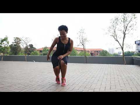 Zodwa challenges DJ Tira to dance-off thumbnail