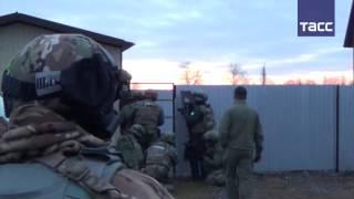 Видео задержания террористов в Москве и Ингушетии(Федеральная служба безопасности России задержала пятерых участников преступной группы, связанной с запре..., 2016-11-15T08:17:22.000Z)