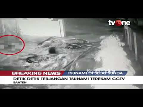 Rekaman CCTV Tsunami Terjang Rumah Warga di Banten