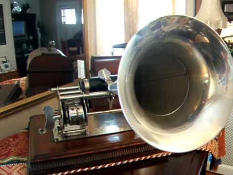 """Myka 9 """"Gramophone"""" ft. Abstract Rude (Official Music Video)de YouTube · Haute définition · Durée:  4 minutes 18 secondes · 22.000+ vues · Ajouté le 28.02.2013 · Ajouté par J Sarge"""