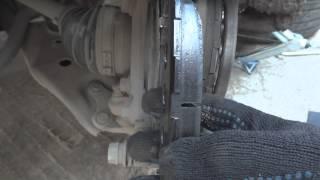Замена тормозных колодок тойота(Сегодня менял на своей тойотке тормозные колодки, в принципе в видео все понятно.. ни чего сложного как оказ..., 2014-05-10T12:28:09.000Z)
