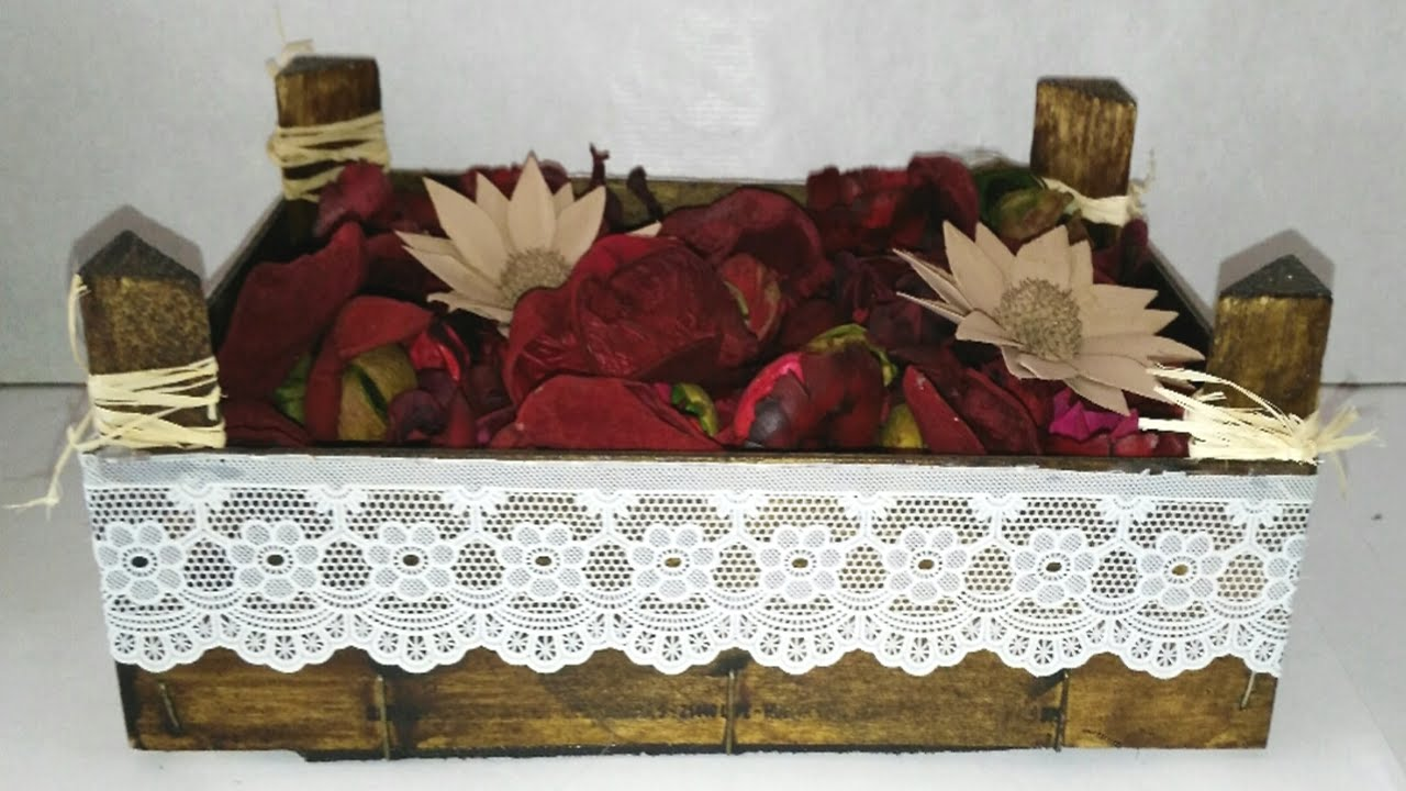 Centros de mesa o adornos con caja de fresas de madera for Centros de mesa de madera