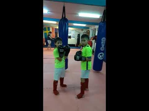 Amar Si Mary Antrenament De Kickboxing La Clubul Shinpo Bucuresti Antrenati De Florin Anghel
