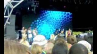 Lily Allen - Knock 'Em Out (live at Get Loaded In The Park)