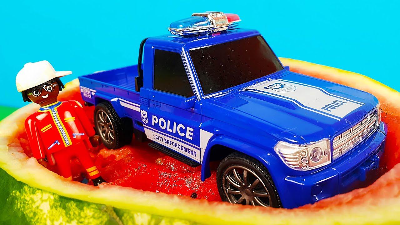 Полицейская машинка попала в арбуз на 24 часа - ЧЕЛЛЕНДЖ. Петрович сделал цветное мороженное