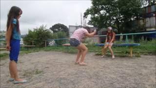 Игра в ЧАПИ ЛЯПИ или Резиночки. Game for girls.(Как замечательно, что снова в каждом дворе и детскох площадках дети разных возврастов играют в резиночки,..., 2016-08-11T03:08:50.000Z)