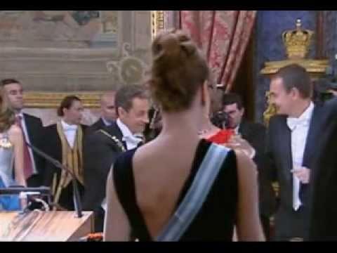 Comilona de gala en el palacio real con Sarkozy, Carla Bruni y los Borbones