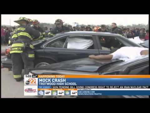 Trotwood Police Stage Mock Crash For Teen Driv Youtube