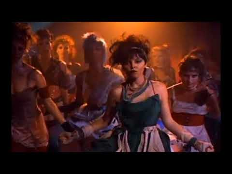 Love Is A Battlefield - Pat Benatar [/w Lyrics!!]