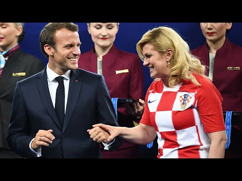 Emmanuel Macron & Kolinda Grabar-Kitarovic - So verschmust: Was seine Frau hier mit ansehen muss