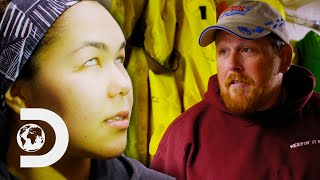 Greenhorn Hits Her Head In Rough Seas And Shows Signs Of A Concussion | Deadliest Catch