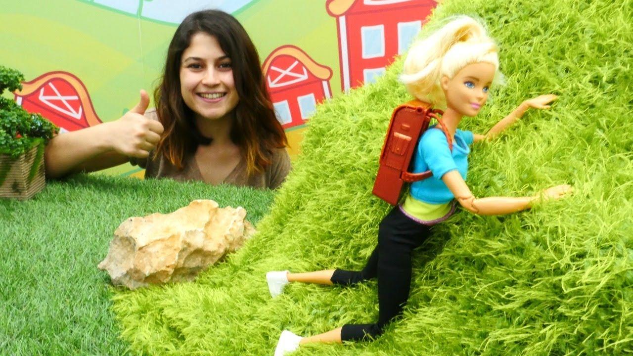 Ayşe ve  Barbie dağa çıkmak için spor yapıyorlar