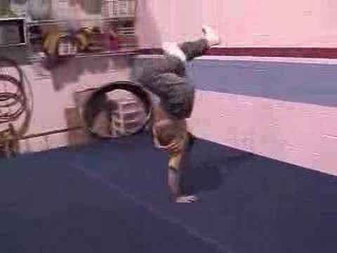 Acrobatic Dojo Breakdance.