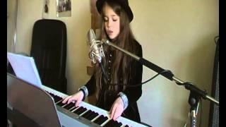 Erza chante : Tourner dans le vide