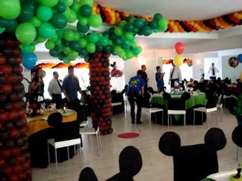 Fiesta disney mikey y sus amigos vista general de la for Adornos de decoracion para salones
