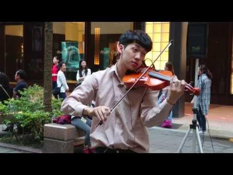 小提琴家 #林子安 Violin Artist 氣勢磅礡演奏 Game of Thrones Theme 《冰與火之歌》雖在尋常街頭巷陌,卻讓人仿佛置身國家音樂廳,屏息聆聽音樂的極致饗宴。