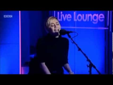 """MILEY CYRUS PERFORMANCE """"WRECKING BALL"""" IN BBC RADIO 1 LIVE LOUNGE"""