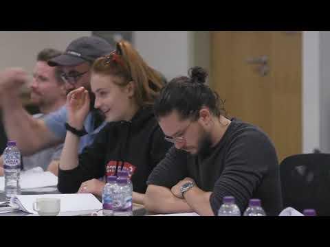Реакция на сценарий 8 сезона Игры Престолов Кита Харрингтона, Мейзи Уильямс и Эмилии Кларк