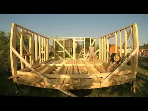 видео: ч.4  Каркасный дом 6 на 6 своими руками (поднимаем каркасные стены)