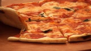 приготовление пиццы в дровяной печи жарушка (барбекю фестеваль)