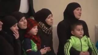 استقبال الرئيس الأسد وعقيلته  لعشرات النساء والأطفال الذين تم تحريرهم بعد اختطافهم من قراهم