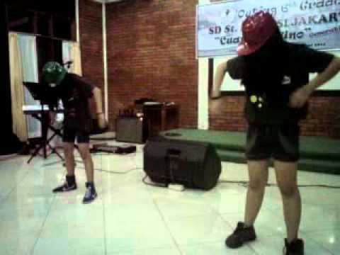 SkipTheBeat grup dance _ DJ ariel - mugwanti vs hollabackgirl