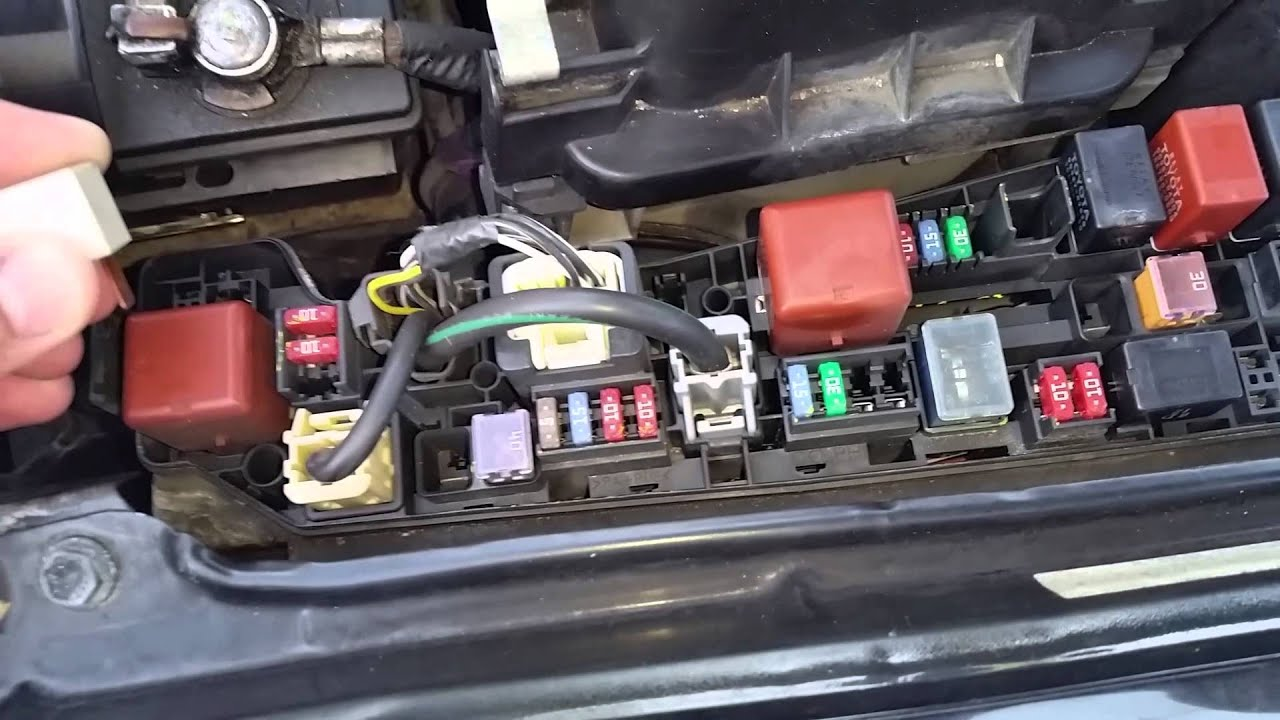 Toyota Corolla 9903 AC clutch not engagingAC clutch relay not workinglocation  YouTube