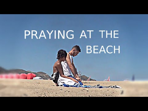 Muslims Praying At The Beach! | ALGERIA VLOG 2016