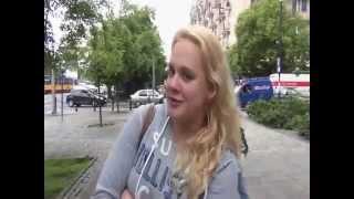 Młodzi Polacy śpiewają hymn polski i opowiadają o marzeniach