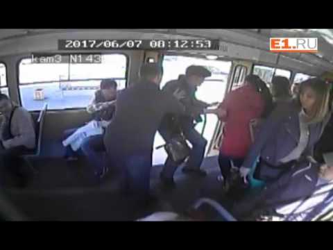 Камеры трамвая сняли, как пассажир выкинул на улицу кондуктора в Екатеринбурге